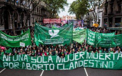 Senza l'aborto legale, non c'è Ni Una Menos. No al patto di Macri con il FMI. No al pagamento del debito estero.