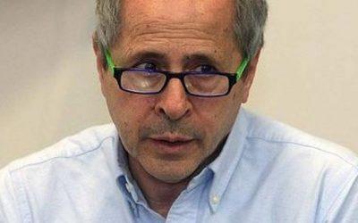 Intervista ad Andrea Crisanti, il virologo che ha diretto con successo la lotta all'epidemia in Veneto. Sbagliato riaprire tutto adesso.