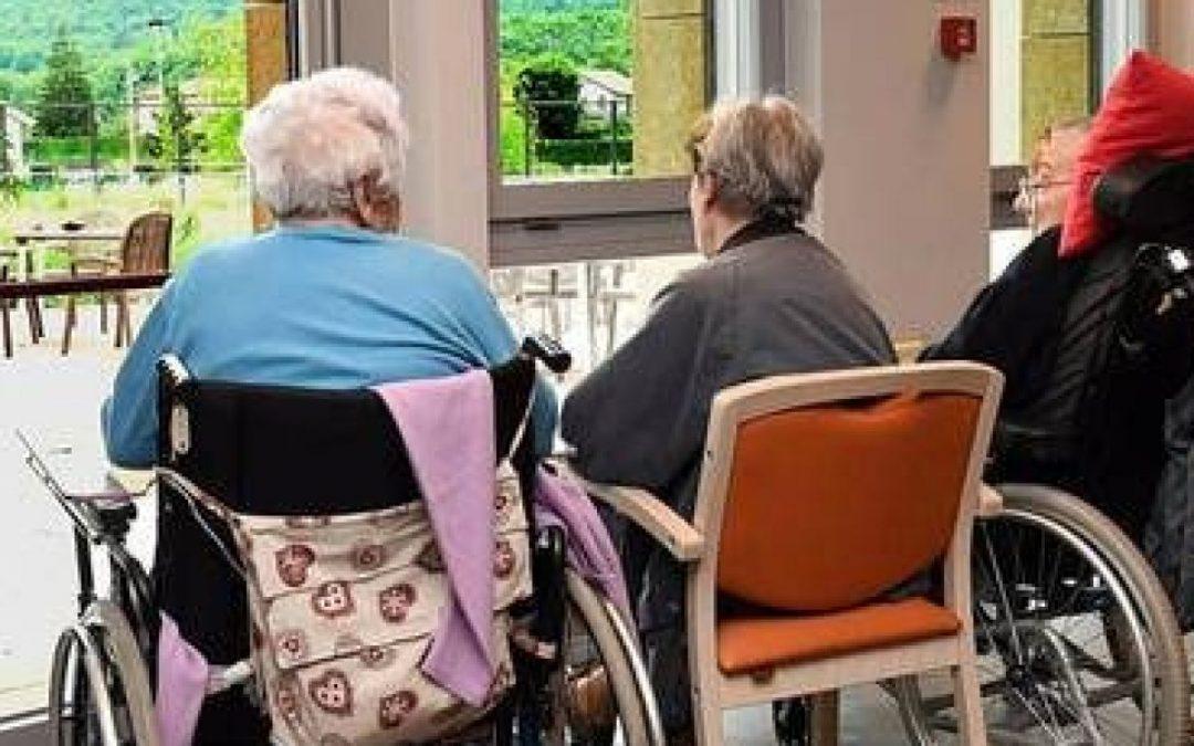 I social-liberali, le case per anziani e la politica sanitaria