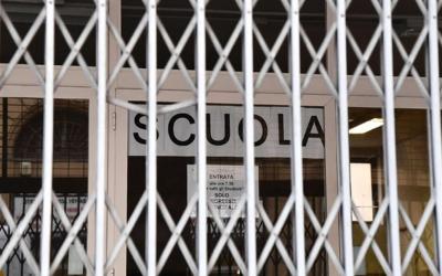 Italia, il Covid-19 stana la scuola