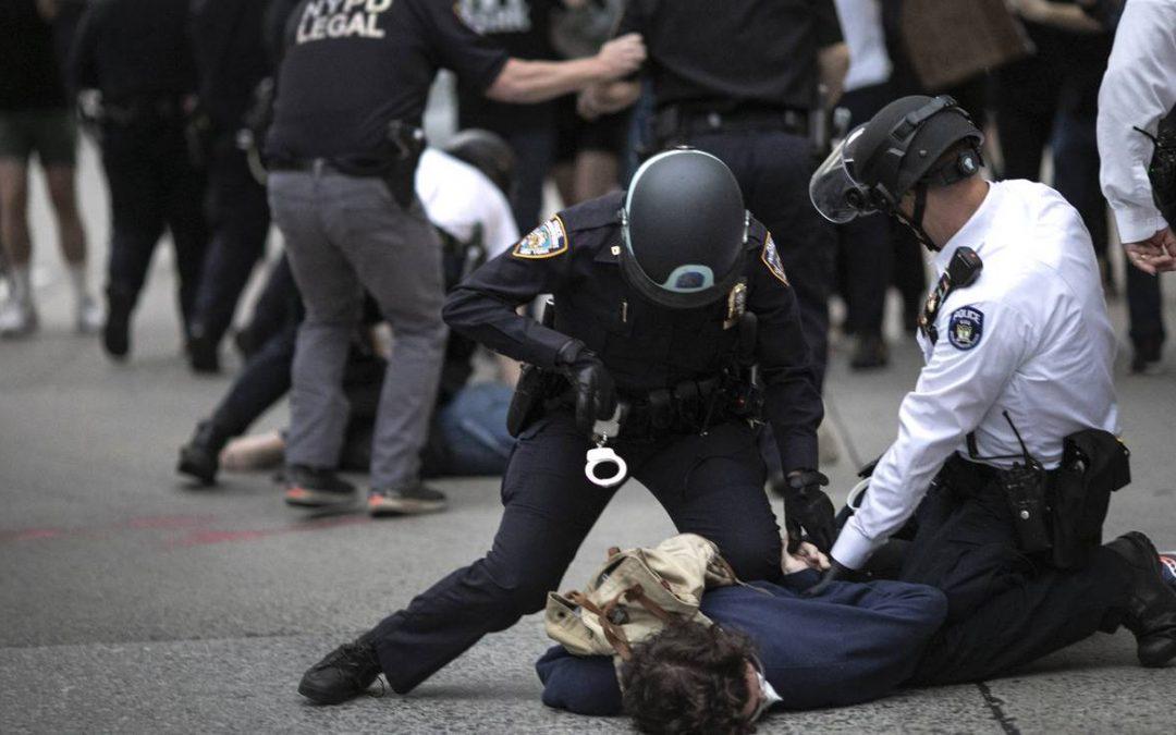 """USA: """"il miglior modo di riformare la polizia è tagliarle i viveri"""""""