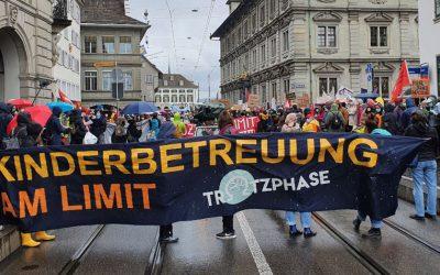 Zurigo. Le lavoratrici e i lavoratori della cura dell'infanzia in piazza per migliori condizioni di lavoro