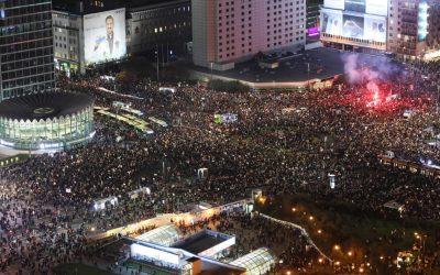 Polonia, la collera delle donne trascina la società