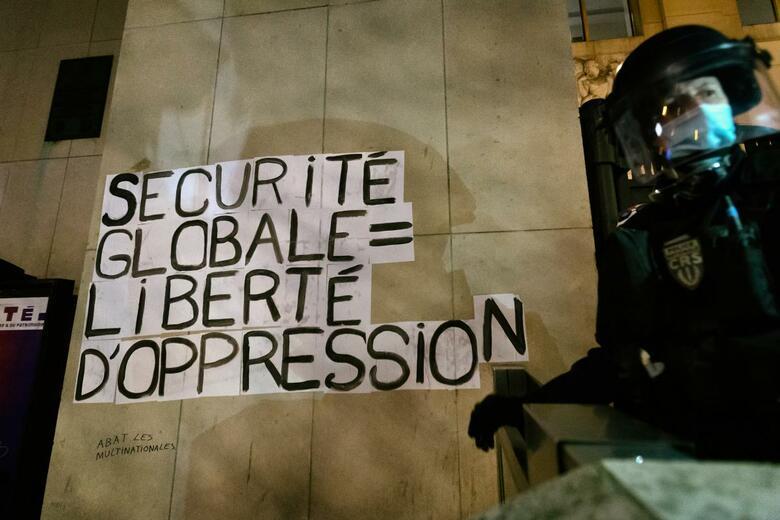 Violenza e paura necessarie al liberismo